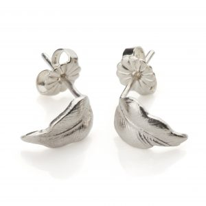 small_silver_feather_earrings_sq