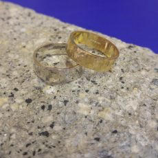 6mm_gold_white_gold_hammered_wedding_rings