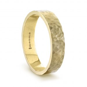 gold_4mm_hammered_mens_wedding_ring