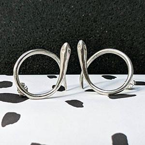 Silver_snake_earrings_closer