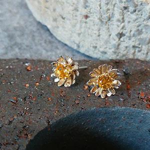 silver_daisy_earrings_concrete_sml